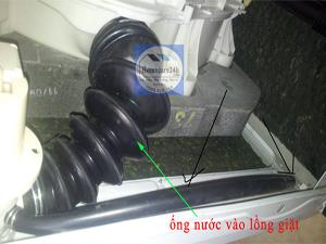 Kiểm tra ống dẫn nước vào lồng máy giặt