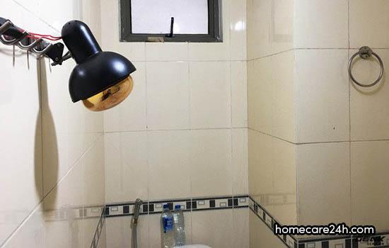 Đèn sưởi nhà tắm tự chế, rẻ nhưng không an toàn